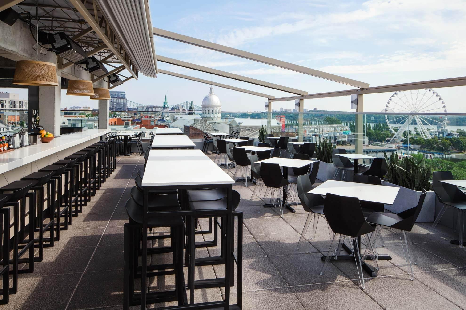 Terrasse avec vue sur le Vieux-Montréal